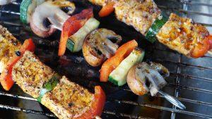 grönsaksspett på grill